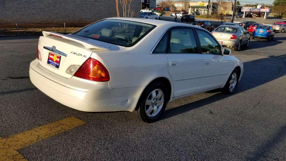 Toyota Avalon 2002 White