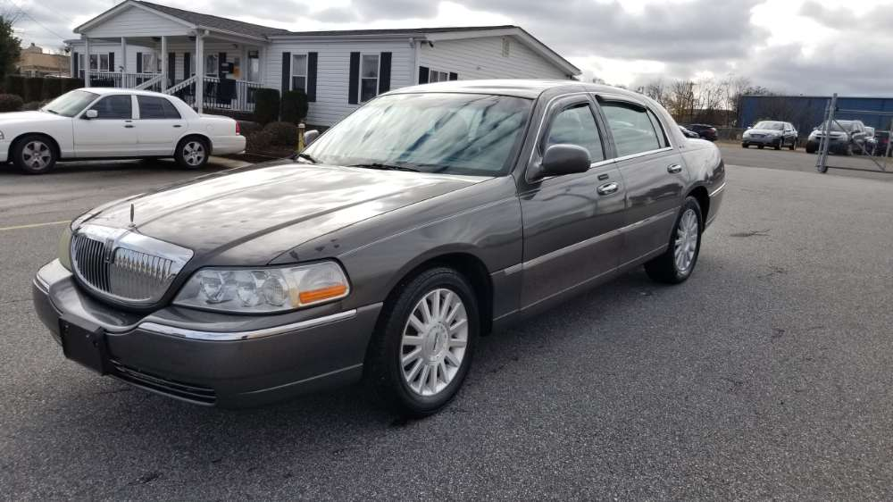 Lincoln Town Car 2004 Gray
