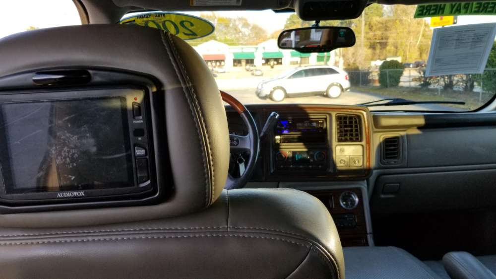 Cadillac Escalade 200r Ivory