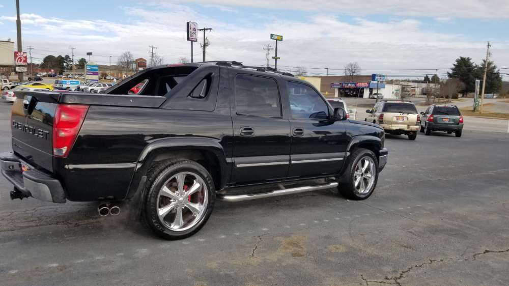 Chevy Avalanche 2004 Black