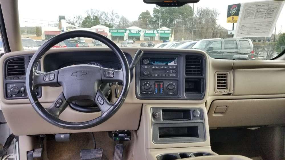 Chevy Silverado 2005 White