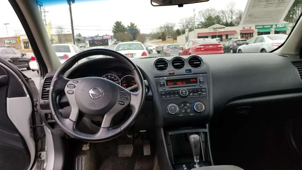 Nissan Altima 2011 Silver