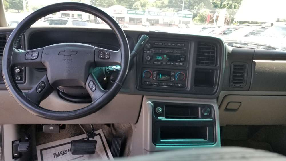 Chevy Tahoe 2003 Gold