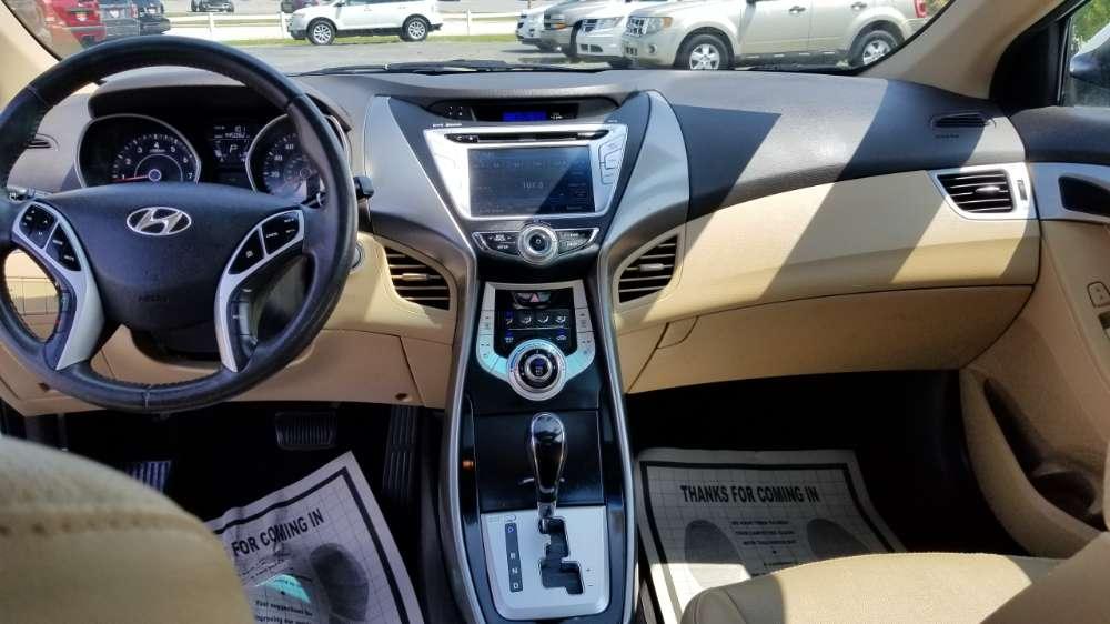 Hyundai Elantra 2012 White
